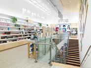 Birchbox takes the website's fresh-faced and youthful ambience and translates it in the physical space through the use of birch wood on the floors and around the perimeter.