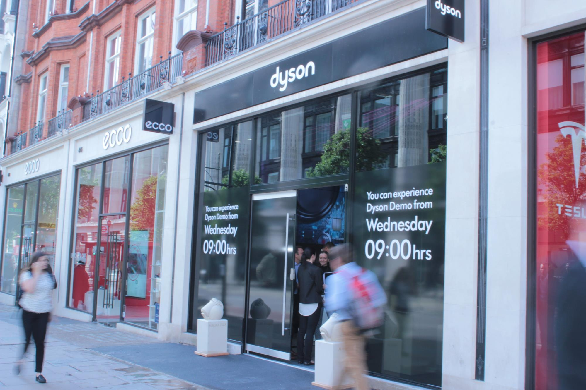 Store gallery dyson unveils first uk store on oxford street store